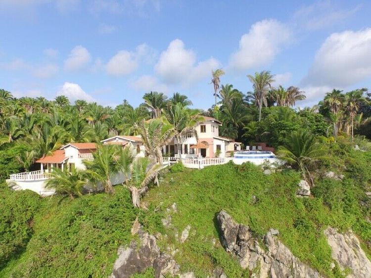 Casa del cielo - villa frente al mar, playa privada