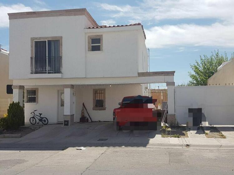 Casa en renta en senda real, excedente de terreno, equipada