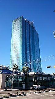 Century 21 elga, ofrece oficina en privilegiada zona.