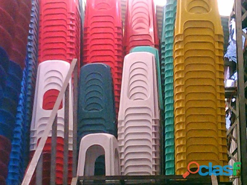 Sillas ,Bancos y Mesas Apilables de Plástico 3