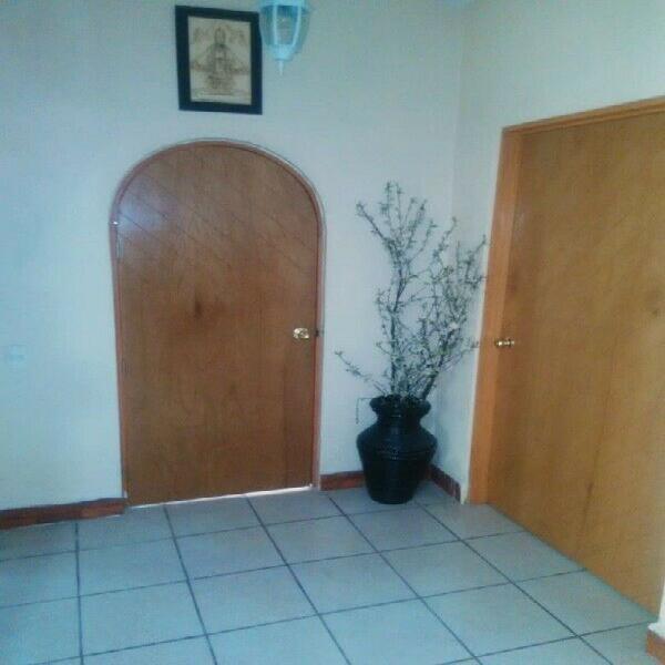 Renta casa sola de una planta amplia