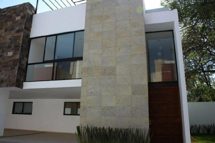 Casa residencial contemporánea por la carcaña