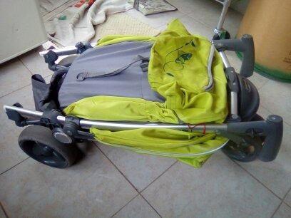 Carreola para bebe seminueva de tres llantas