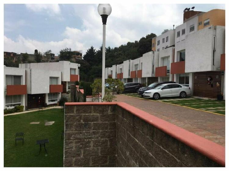 Se vende casa contemporánea en condominio horizontal en
