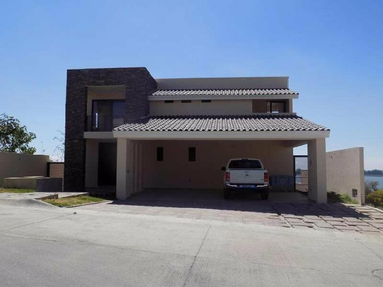 Residence for sale, exclusive area of leon golf club el