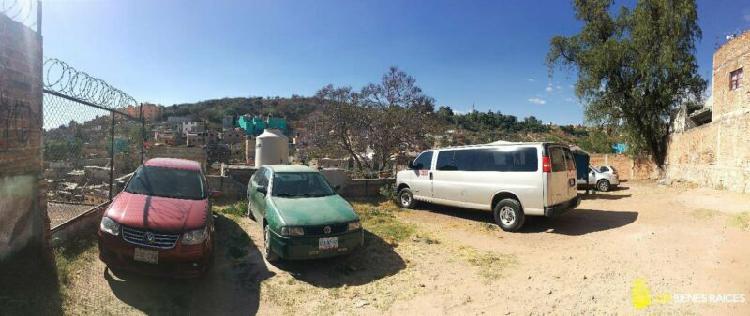 Terreno de 381m2 en renta para taller o estacionamiento