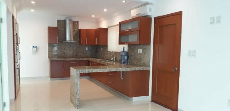 Renta hermosa residencia en el fraccionamiento costa de oro