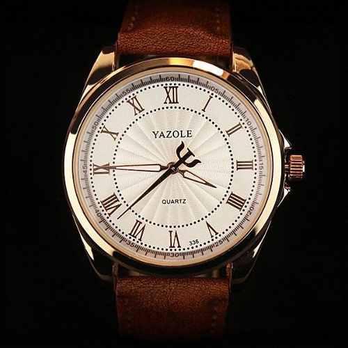 Reloj para hombre elegante acero vidrio fondo blanco