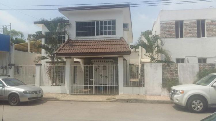 Casa de dos plantas con cuatro recamaras, col. guadalupe