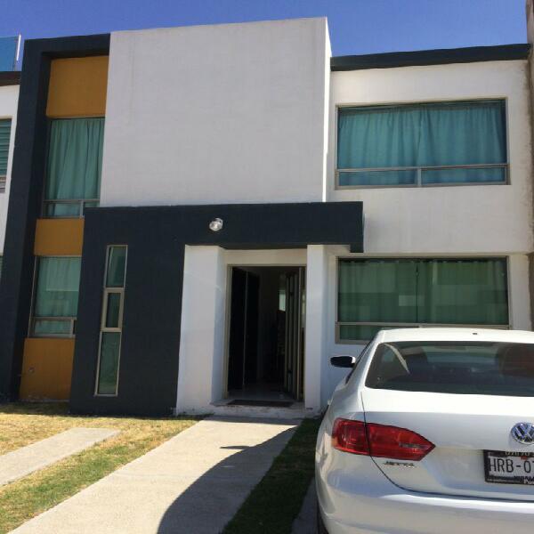 Vendo casa con amplio terreno en privada cerca de carr