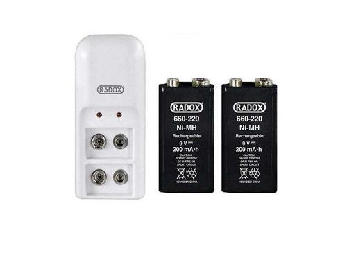 Cargador de baterías 9v con 2 pilas incluidas.