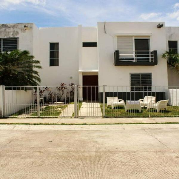 Casa en venta en cancun / villas del arte /