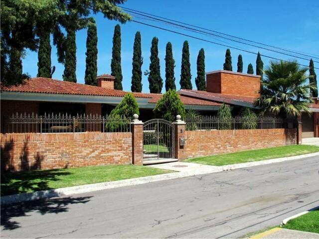 Hermosa Residencia 1800 m² en Venta
