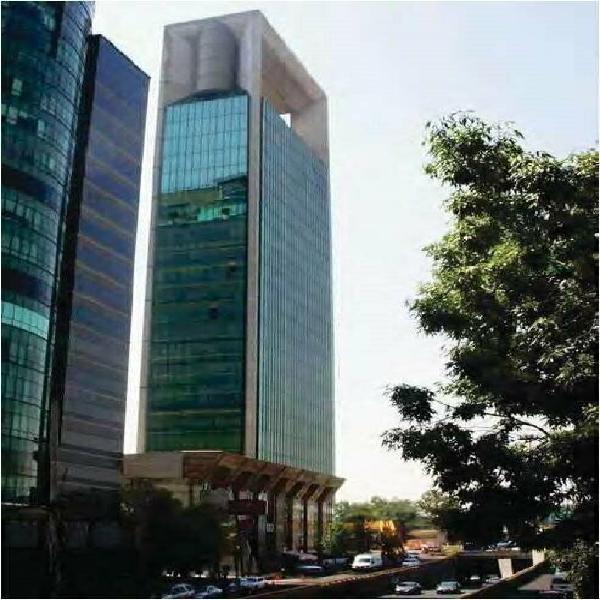 Piso completo de oficinas acondicionadas en renta torre