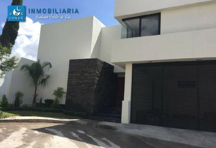 En venta lujosa residencia dentro de privada en fracc. lomas