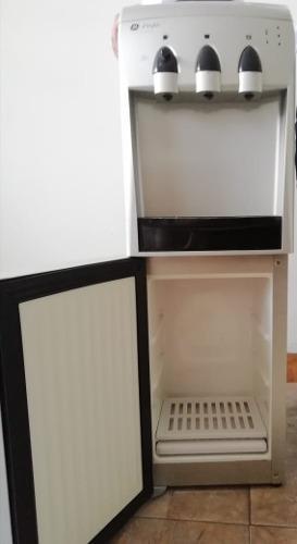 Dispensador de agua ge profile con refrigerador