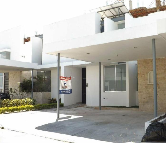 Casa en venta de 2 plantas en residencial aurea fco. montejo