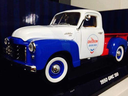 Chevrolet 1950 gmc 150 escala 1/18 y bomba de gasolina