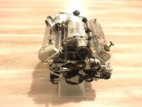 Hermoso motor de mustang cobra a escala1/4