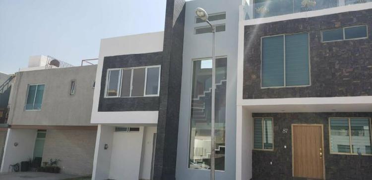 Casa nueva, 3 recamaras, jacuzzi, roof garden, coto privado.