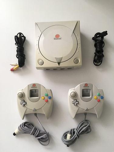Dreamcast con 2 controles para checar