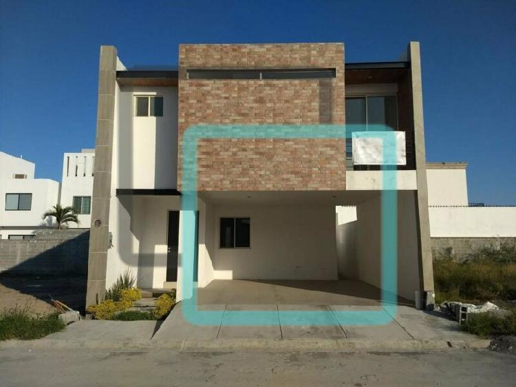 Casa en venta fraccionamiento la encomienda zona escobedo /