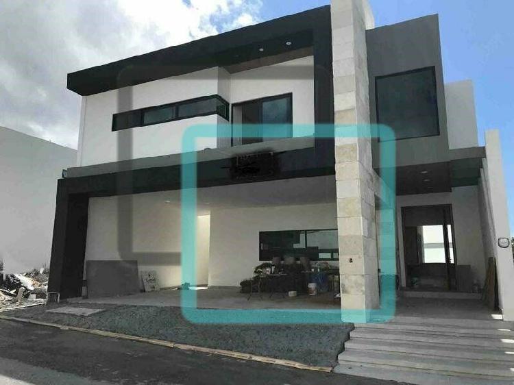 Casa en venta colonia laderas zona carretera nacional