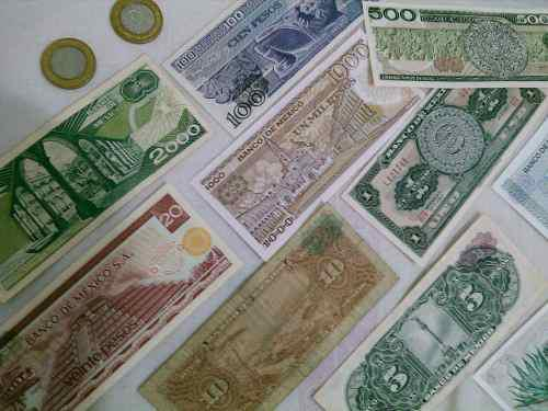 Lote de billetes extranjeros y monedas