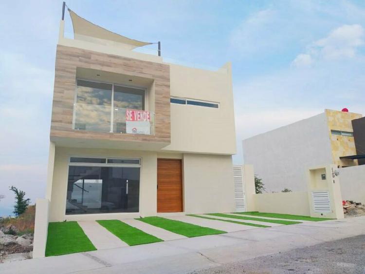 Amplia casa en zibata con roof garden