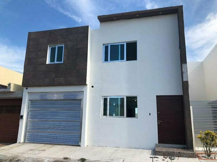 LOMAS RESIDENCIAL, Casa en VENTA nueva con jardín y 3
