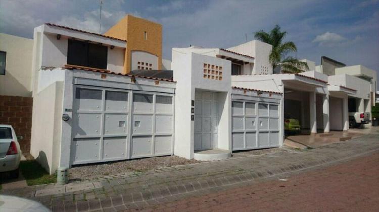 Casa en renta en coto de 3 recamaras en canteras de san