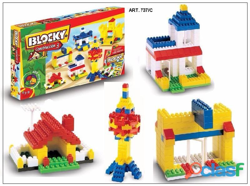 Trabaja empacando bloques de construccion