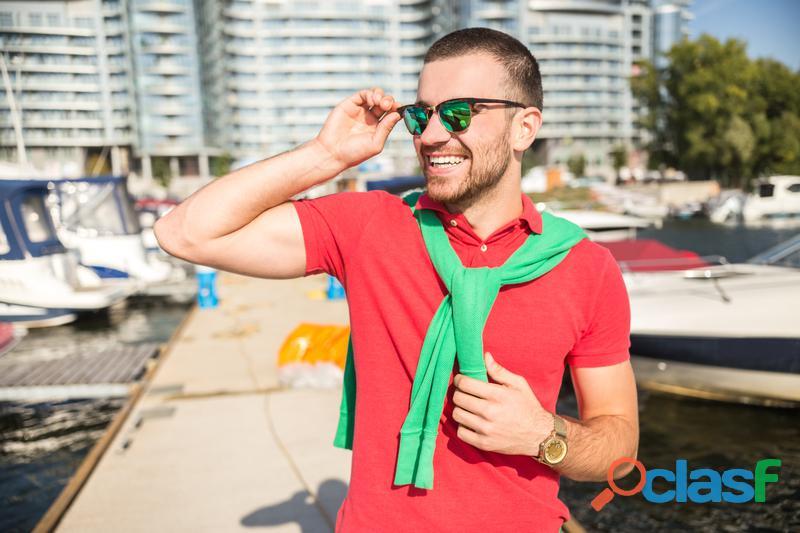 Vestimos en colores del éxito los gays en Colima (México)