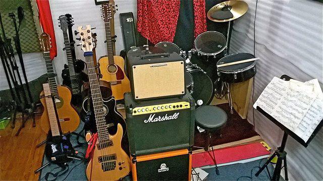Clases de teoria musical aplicada a la guitarra, el bajo y
