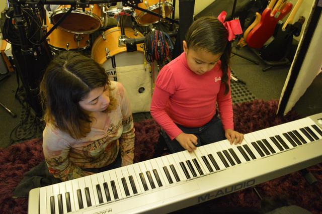 "Curso de Iniciación Musical ""Kinder Musik"""