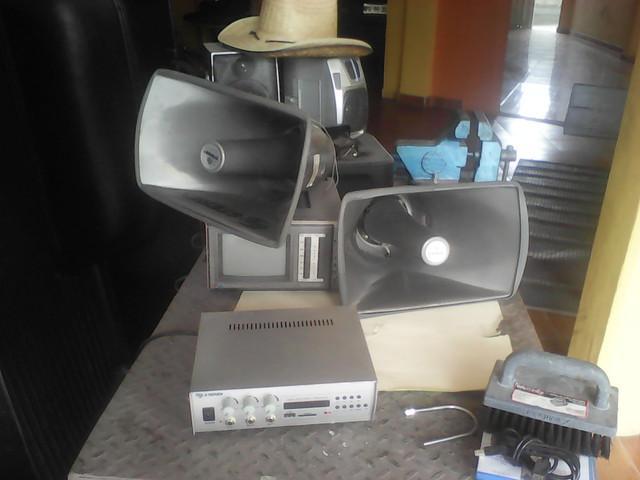Se vende equipo de perifoneo steren amplificador y bocinas