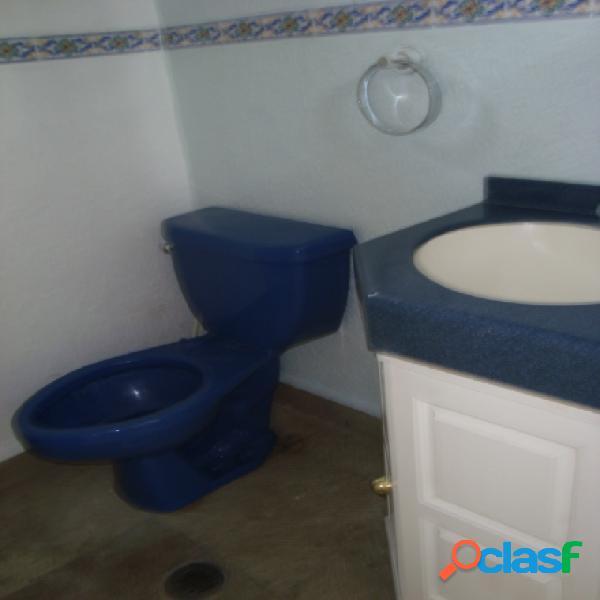 Casa en condominio residencial en renta en colonia internado palmira, cuernavaca
