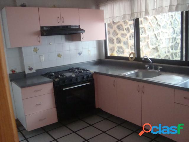 Casa sola residencial en venta en colonia lomas de tetela, cuernavaca