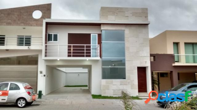 Casa sola residencial en venta en fraccionamiento lomas de la rioja, alvarado