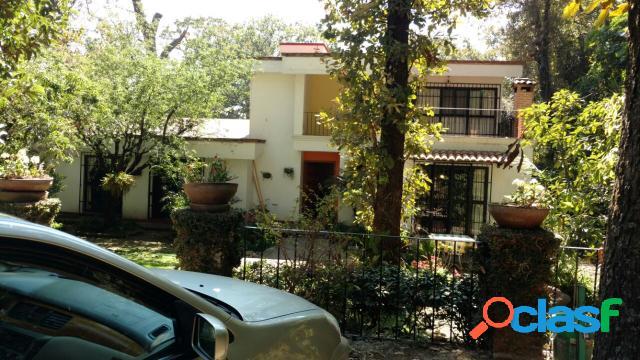 Casa sola residencial en venta en colonia del bosque, cuernavaca