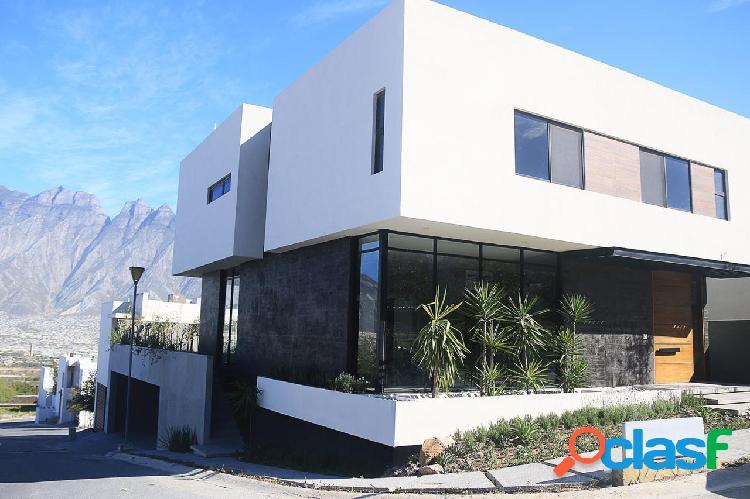 Casa venta tres pisos amplias recamaras y excelente vista fraccionamiento privado cantizal ii
