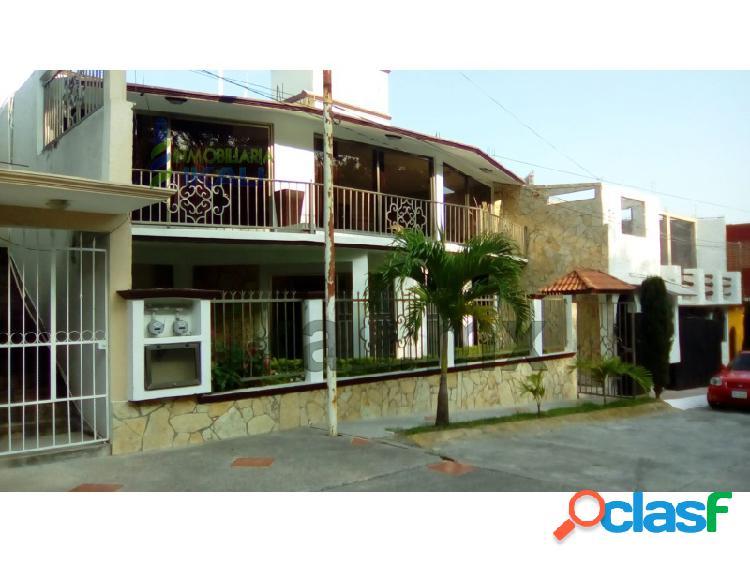 Renta de casa de 2 pisos en la col vista hermosa de tuxpan, ver, vista hermosa