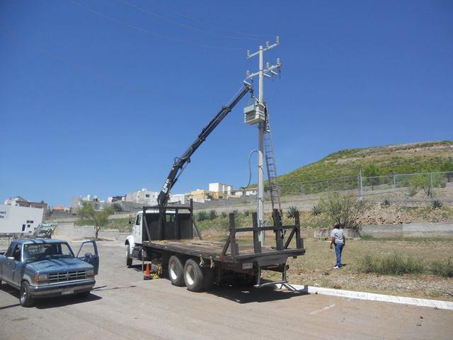Camión plataforma con grúa de venta en chihuahua