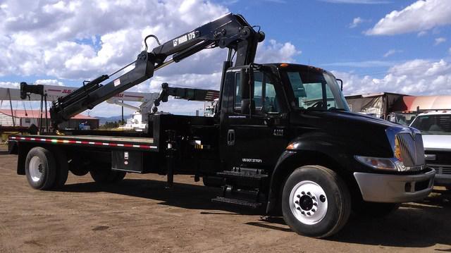 Vendo camión con grúa 2004 international 4300 con grúa