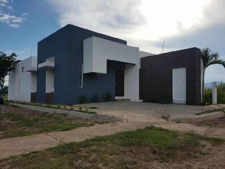 Se vende casa en villa de alvarez colonia vista volcanes