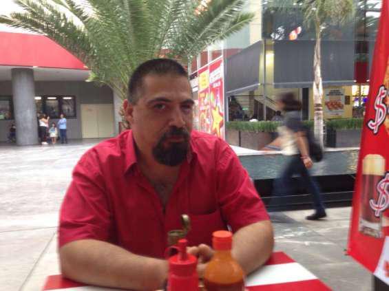 Señor Raul 45 años buscó chica 19años de busto 38c