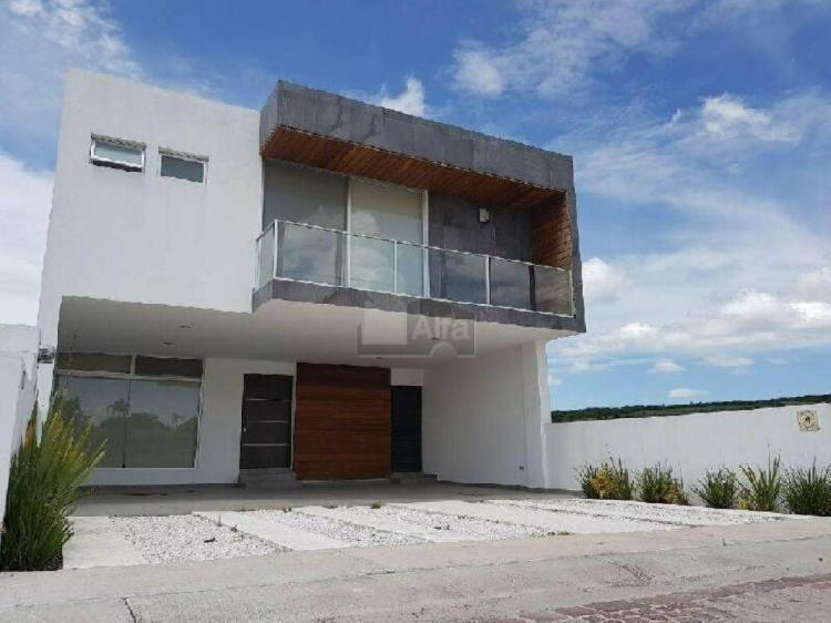 Casa con acabados de lujo en venta en juriquilla