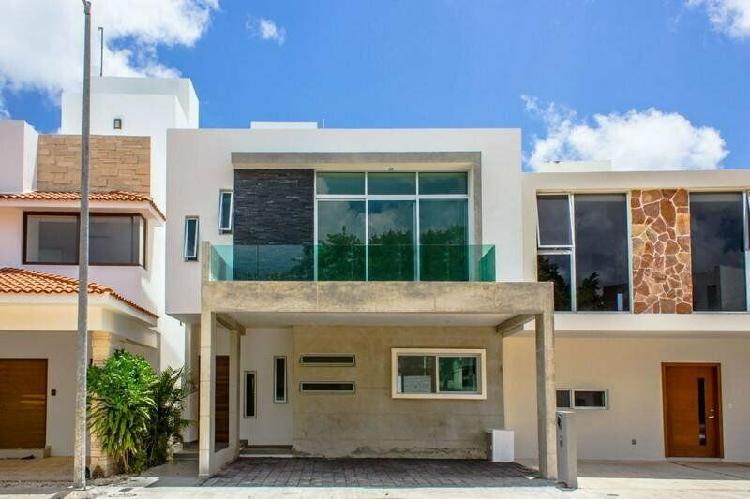 Casa en venta en arbolada cancun /
