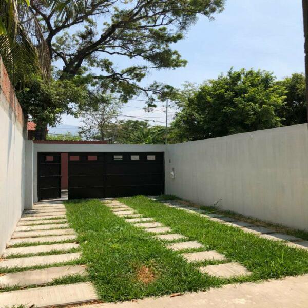 Casa en venta en la maya junto al fraccionamiento agua azul