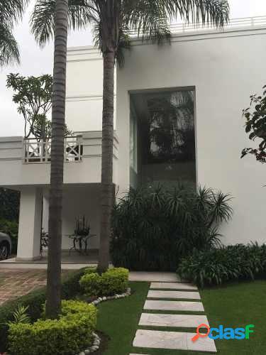 Preciosa casa con acabados de lujo con excelente ubicación